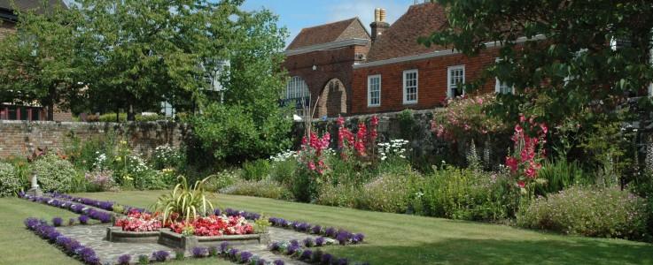 Almonry gardens KT website